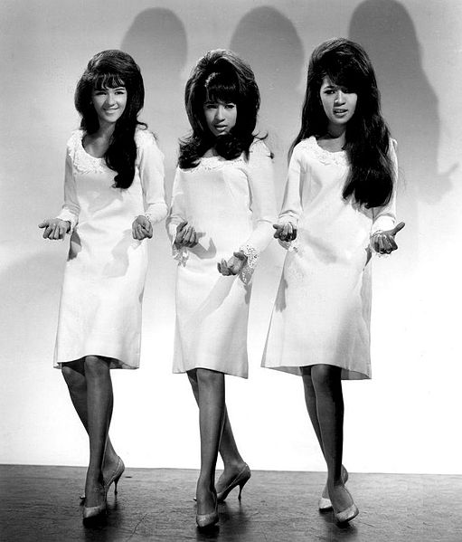 The_Ronettes L-R Nedra Talley, Veronica Bennett (Ronnie Spector), Estelle Bennett