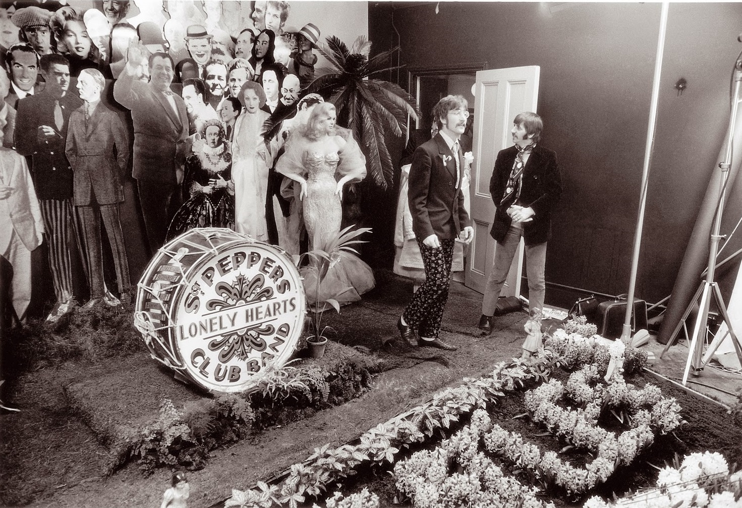 z Making The Cover for Sgt Pepper's Lonely Hearts Club Band (1)