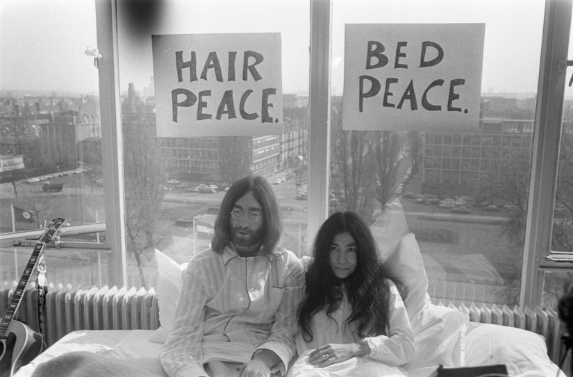 z Bed-In_for_Peace_Amsterdam_1969_-_John_Lennon__Yoko_Ono_13