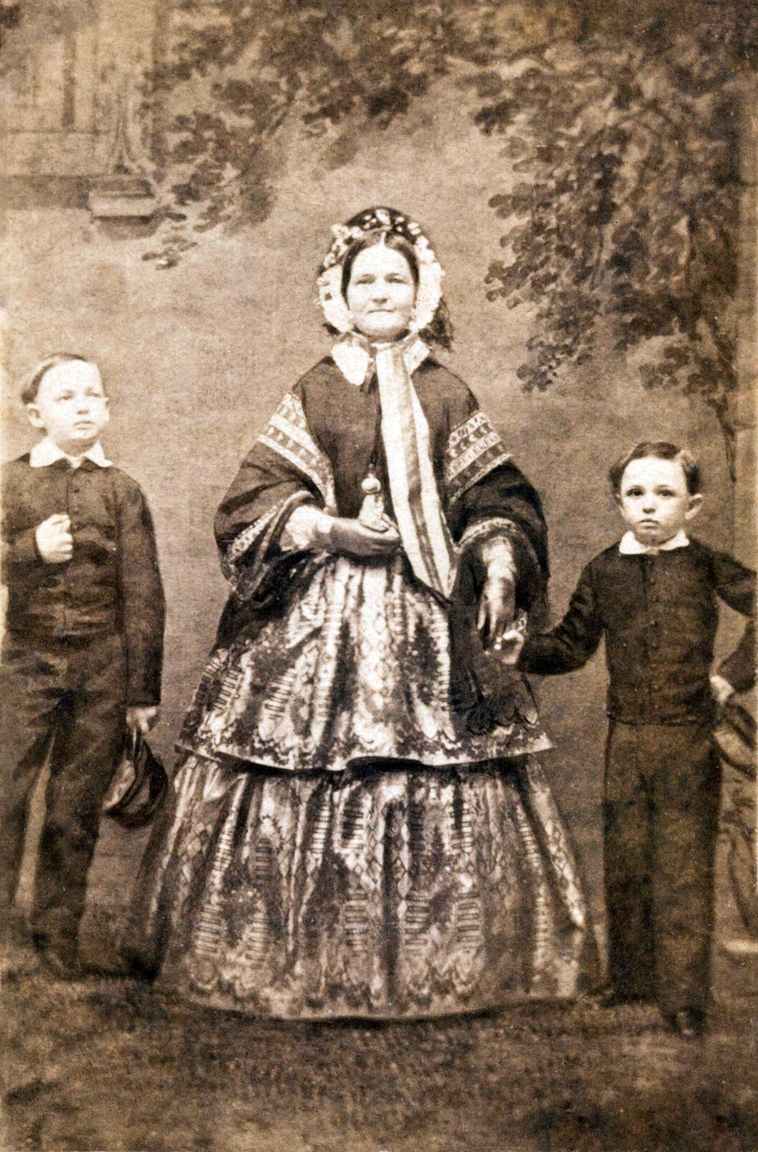 Mary,_Willie,_and_Tad_Lincoln,_c1860