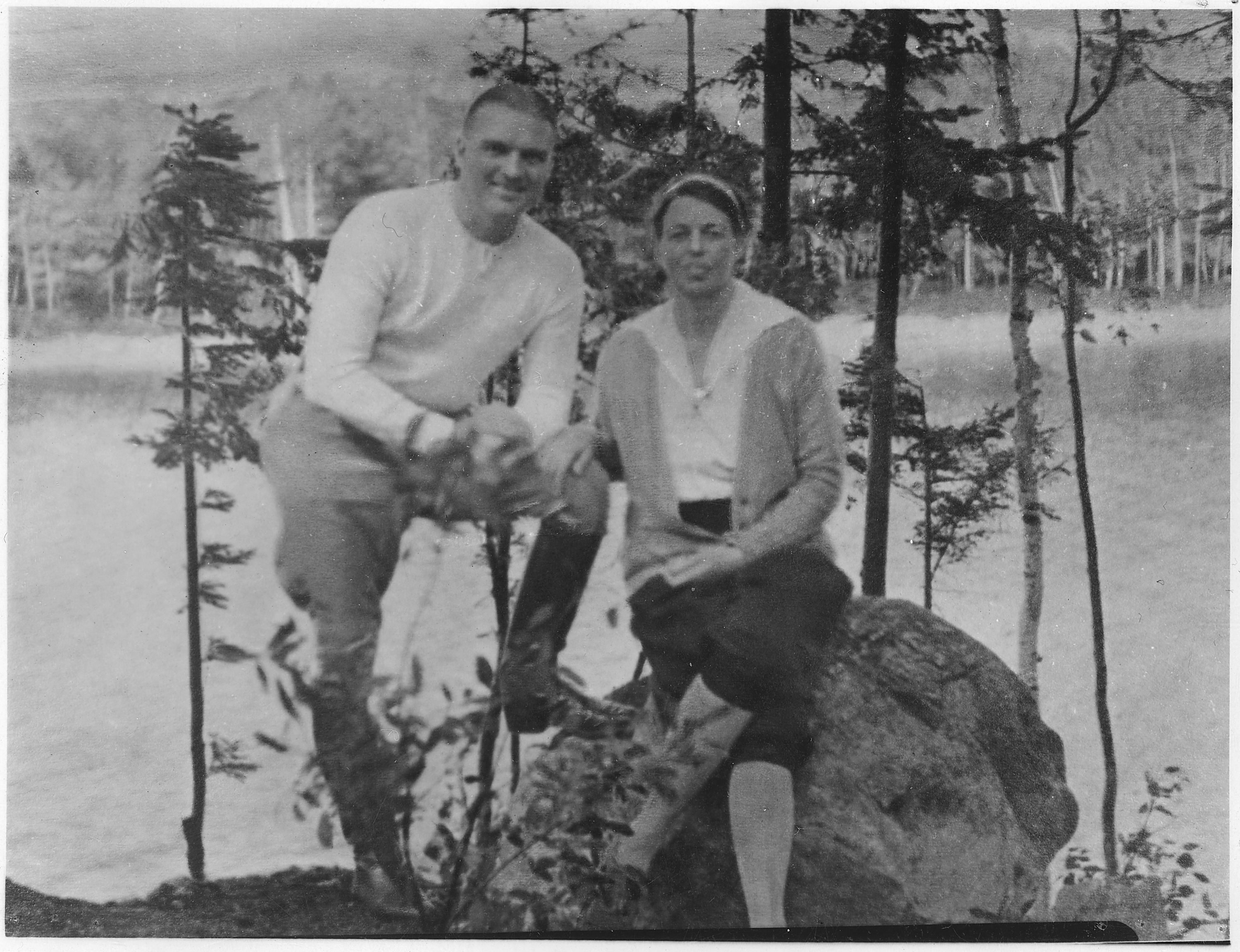 Eleanor_Roosevelt_and_Earl_Miller_at_Chazy_Lake,_New_York_-_NARA_-_197233